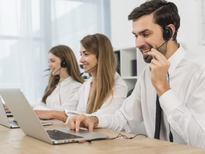 people-working-call-center_23-2148094789